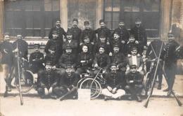 CPA Souvenir 1914 - Groupe Cycliste - Photographs