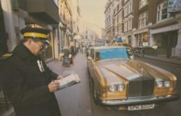 London Traffic Warden Gives Rolls Royce Car Parking Ticket Rare Postcard - Passenger Cars