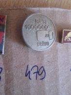 Pas Pin's Mais EPINGLETTE ANNEES 70/80 Origine EUROPE DE L'EST YOUGOSLAVIE : N°479 ISKRA 1000000 BRAUN - Autres