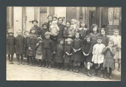 Les Enfants Du Temps Passé Mode Ouvrière Tous Avec Des Galoches Souliers Crottés Aux Pieds CPA Carte PHOTO - Groupes D'enfants & Familles