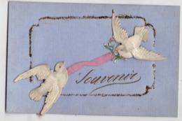 5564 - Cp Fantaisie - Souvenir - 2 Oiseaux En Galalithe Gaufrée Et Découpée , Reliés Par Un Ruban Rose , Paillettes - - Altri