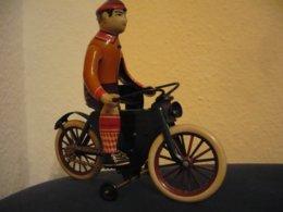 Blechspielzeug - Mann Auf Fahrrad - DBS  (807) - Antikspielzeug
