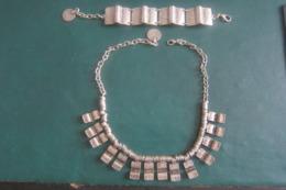 2 Colliers Et Un Bracelet - Colliers/Chaînes