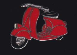 60027- Pin's .scooter.vespa.moto..signé Démons Et Merveilles. - Motos