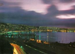 1 AK Chile * Ansicht Der Stadt Valparaíso - Nachtaufnahme * - Chile