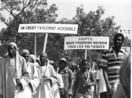 Photo Haute Volta (Burkina Faso) 1980. Manifestation Des Paysans Voltaïques. Photo Du Père Gust Beeckmans - Africa