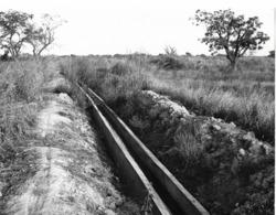 Photo Haute Volta (Burkina Faso) 1980. Canal D'irrigation En Ciment Photo Du Père Gust Beeckmans - Africa