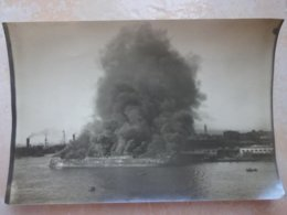 Photo Bateau En Train De Bruler - Incendie - A Identifier II - Bateaux