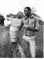 Photo Haute Volta (Burkina Faso) 1980. Controle Du Pluviomètre Du Village. Photo Du Père Gust Beeckmans - Africa