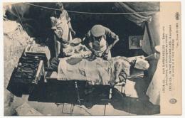 CPA - Aux Dardanelles - Dans Une Ambulance, Un Chirurgien Au Travail - Guerra 1914-18
