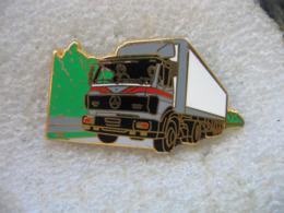 Pin's Arthus Bertrand, Ensemble Routier Avec Un Tracteur De La Marque MERCEDES - Transports