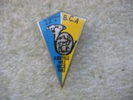 Pin's Du 22e Bataillon De Chasseurs Alpins. Albertville En 1892 Et Nice En 1992 - Militaria