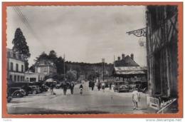 Carte Postale 27. Brionne  Place De La Lorraine Et Avenue De Gaulle ***RARE***  Trés Beau Plan - France