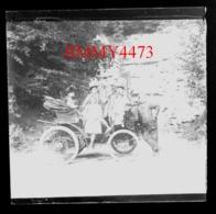 Personnages Dans Une Vieille Automobile, Abbaye De Du Val En 1902 - Plaque De Verre - Taille 43 X 45 Mlls - Glasplaten
