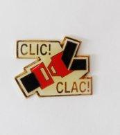 Pin's Ceinture De Sécurité Clic Clac - RE/01 - Pins