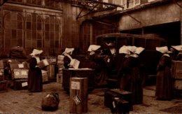 75-PARIS..FILLES DE LA CHARITE DE ST-VINCENT DE PAUL RUE DU BAC..la Cour Des Missions  Le D ....CPSM GRAND FORMAT ANIMEE - Distrito: 07