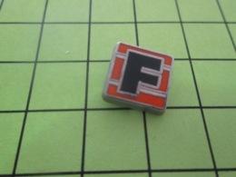 116a PIN's PINS / Rare Et De Belle Qualité / THEME MARQUES  / Mini Pin's LETTRE F FICHET - McDonald's