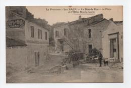 - CPA LES BAUX (13) - La Grande Rue - La Place Et L'Hôtel Monte-Carlo - - Les-Baux-de-Provence