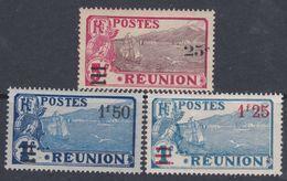 Réunion N° 103 / 05 X Partie De Série : Les 3 Valeurs Surchargées Trace De Charnière Sinon TB - Réunion (1852-1975)
