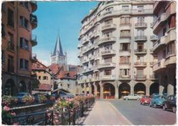 Annecy: 2x RENAULT DAUPHINE, BMW 700, FORD ZEPHYR - Contraste Vieux Quartiers Et édifices Modernes - Toerisme