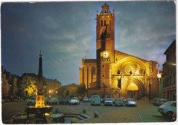 Toulouse: CITROËN DS, RENAULT 12, ESTAFETTE, 4CV, 4,COMBI, VW 1200 KÄFER/COX, PEUGEOT 404, FIAT 124 - Cathédrale,la Nuit - Toerisme