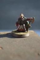Rare Figurine Peinte En Métal Nain Avec Hache - Small Figures