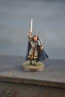 Rare Figurine Peinte En Métal Chevalier à L'épée A Pied - Figurines