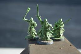 Rare Lot De 3 Figurines Soldats Zombis Matière Plastique - Figurines