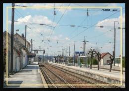 25  FRASNE  ....  La  Gare  Interieure  Les  Quais - Francia