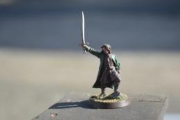 Rare  Figurine Métal Homme à L'épée Et Veste Verte - Figurines
