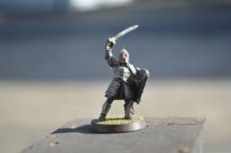 Rare  Figurine Métal Soldat à L'épée Casque Et Bouclier - Small Figures