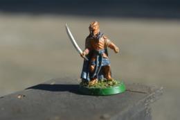 Rare  Figurine Métal  Soldat à L'épée Et Casque - Small Figures