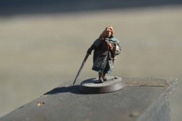 Rare  Figurine Métal  Soldat à L'épée Et Casque Sous Le Bras - Figurines