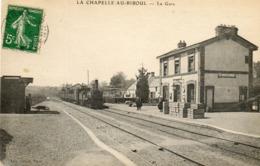 - La CHAPELLE Au RIBOUL - Le Train à L'intérieur De La Gare  (animée)   -20168- - Autres Communes