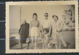 Famille Sur La Digue -retour Du Bain 25.8.1949  Photo Originale - Personas Anónimos