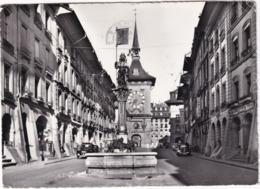 Bern: PEUGEOT 202, CITROËN TRACTION AVANT - Grand'Rue Et La Tour De L'Horloge  - (Schweiz/Suisse) - 1961 - Toerisme