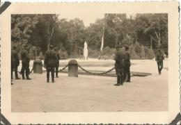 COMPIEGNE (OISE ) 1940 Photo Werhmacht WW2 ,  RETHONDES Emplacement Du Wagon  . Carrefour De L'armistice . - 1939-45