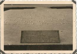 COMPIEGNE (OISE ) 1940 Photo Werhmacht WW2 ,  Plaque Sur Monument  . Carrefour De L'armistice . - 1939-45