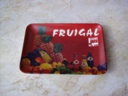 FRUIGAL 100 % JUS DE FRUIT . RARE VIDE POCHE PLASTIQUE CENDRIER COUPELLE RAMASSE MONNAIE - Altri