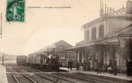 EPERNON  - La Gare Vue Intérieure, Animée - Epernon