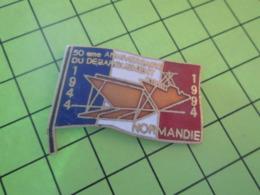 310a PINS PIN'S / Beau Et Rare : Thème MILITARIA / 1994 50e ANNIVERSAIRE D-DAY DEBARQUEMENT GROSSE PENICHE - Militaria