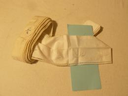 4.50 Mètres De Coton Brodé Blanc Et Argent. Largeur 9 Cm - Dentelles Et Tissus