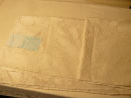 Panneau Ajouré, Brodé Blanc, 4.80 Mètres Sur 3.40 Mètres. - Dentelles Et Tissus
