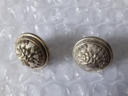 2 BOUTONS DE SAPEURS POMPIERS - Buttons
