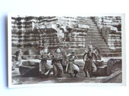 CPA ASIE - CAMBODGE - Angkor-Vath - Danseuses Royales Au Pied D'un Escalier - Kambodscha