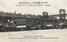 Carte Photo Douai Marques Olivier Et Cie Train Wagons De Bananes Déchargement Du 11 Juin 1931 Léger Pli - Douai