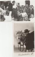 2 CARTE PHOTO GROUPE DE GITANS COUPLE SUR CHEVAL BLANC,M DE BARONCELLI JAVON ET SON CHEVAL ARLES (13) PHOTO GEORGE - Arles