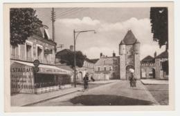 77 Moret N°20 Place Porte De Samois En 1952 Hôtel Restaurant Du Cheval Noir PUB Bière GRUBER Guilleminot Moto VOIR DOS - Moret Sur Loing