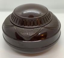 Rare. Vintage. Pot à Tabac En Bakelite Signé à La Base Cogebi. Attention Fèle Sur Le Coté (voir Scan). - Snuffboxes