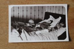PHOTO XXE MORTUAIRE JEUNE GARCON VERS 1930 LIT DE MORT AVEC SES JOUETS - Foto